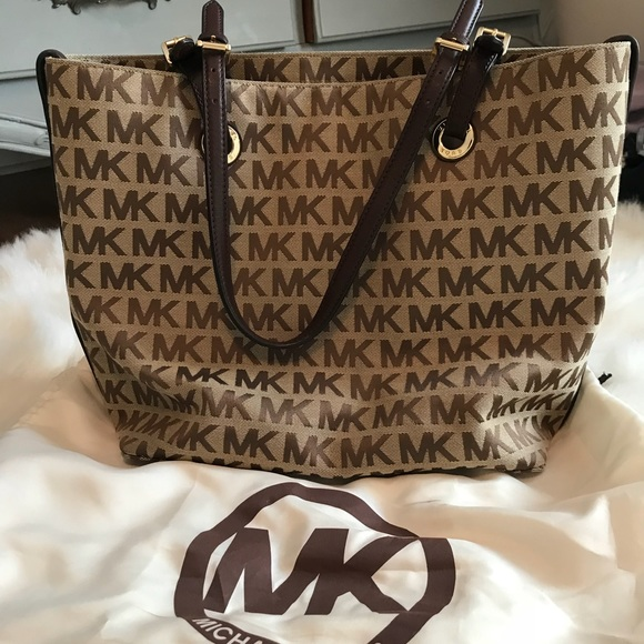 903a8ecbdcad7 NWT Michael Kors jet set bag